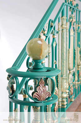 Pasillos, vestíbulos y escaleras  de estilo  por SCHUTT GRANDE FORGE