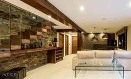 Salas / recibidores de estilo moderno por Indire Reformas S.L.