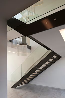 Pasillos y vestíbulos de estilo  por 123DV Moderne Villa's