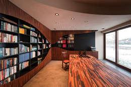 123DV Moderne Villa's: modern tarz Çalışma Odası