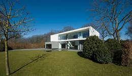 East West Villa:  Villa door 123DV Moderne Villa's