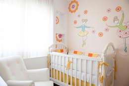 Projekty,  Pokój dziecięcy zaprojektowane przez Tikkanen arquitetura