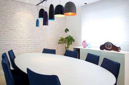 Higienópolis: Salas de jantar modernas por Tikkanen arquitetura
