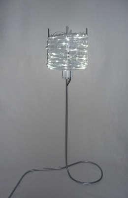 Lampe / Design Gwendoline Del Campo: Maison de style  par Gwendoline Del Campo Design