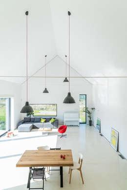 Salon de style de style Moderne par Kropka Studio