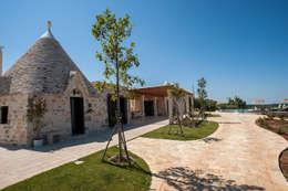 Ristrutturazione di Trulli:  in stile  di Studio di Urbanistica ed Architettura