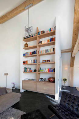 Schuurwoning Leusden: moderne Woonkamer door Kwint architecten