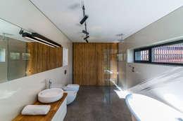 Salle de bains de style  par Kropka Studio