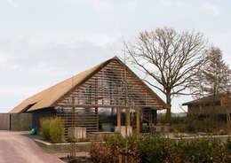 Schuurwoning Leusden: moderne Huizen door Kwint architecten