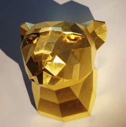 Holzskulptur Leopardenkopf, 23.75 Karat vergoldet:  Wände & Boden von Paperwolf