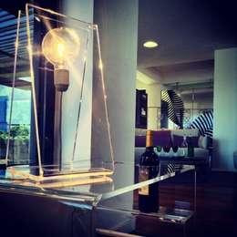minimalistische Woonkamer door Designtrasparente
