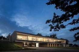 Casa Sambade: Casas modernas por spaceworkers®