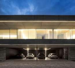 Garage / Hangar de style de style Moderne par spaceworkers®