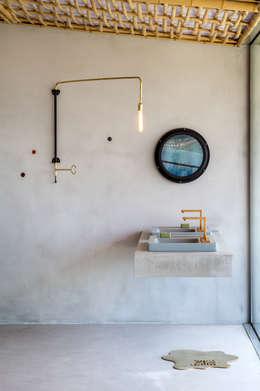 Gisele Taranto Arquitetura: modern tarz Banyo