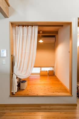 minimalistic Media room by Sola sekkei koubou