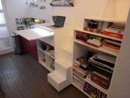 Studio de 14 m2 à Montmartre: Salon de style de style Minimaliste par Antinomik design