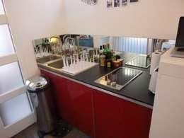 Studio de 14 m2 à Montmartre: Cuisine de style de style Minimaliste par Antinomik design