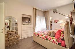 COVIELLO: Camera da letto in stile in stile Moderno di MOB ARCHITECTS