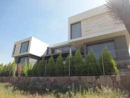 Maisons de style de style Moderne par ze|arquitectura