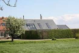 Projekty, nowoczesne Domy zaprojektowane przez Architectenbureau Jules Zwijsen