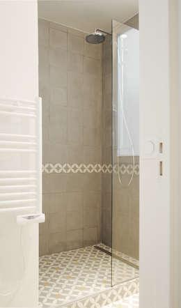 Bagno in stile in stile Moderno di Atelier UOA
