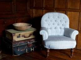 klassische Wohnzimmer von Linney Hughes