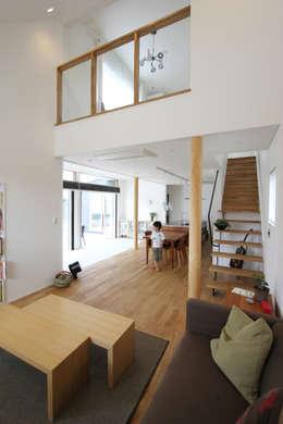 Salas de estilo moderno por FCD