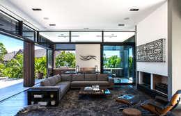 Salon de style de style Moderne par Dorrington Atcheson Architects
