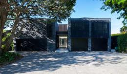 moderne Häuser von Dorrington Atcheson Architects
