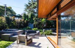ระเบียง, นอกชาน by Dorrington Atcheson Architects