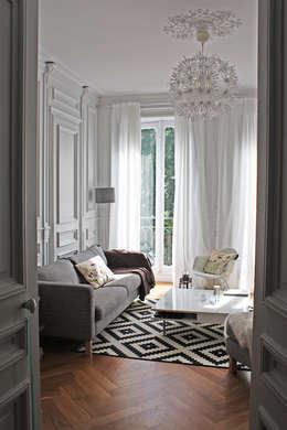 Appartement Scandinave & Français: Salon de style de style Scandinave par Matin de Mai