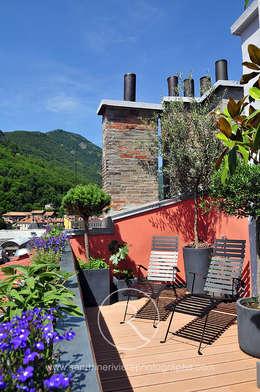 Aménagement  d'un toit terrasse en ville réalisé par l'architecte Olivier Boutry:  de style  par Sandrine RIVIERE Photographie