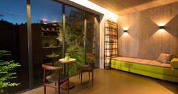 LES CABANES DE SALAGNAC: Chambre de style de style Moderne par AGENCE APOLLINE TERRIER