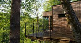 LES CABANES DE SALAGNAC: Maisons de style de style Moderne par AGENCE APOLLINE TERRIER