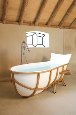 Evolution Bathtub: moderne Badkamer door House of Thol