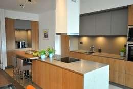 Cocinas de estilo minimalista por Bobarchitectuur