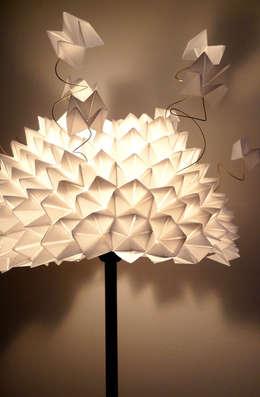 Lampe Cocotte: Maison de style  par Flavia broi