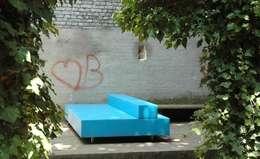 Blue Bench (BB97): moderne Woonkamer door The Maarten Van Severen Foundation