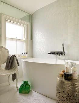 Salle de bains de style  par My Bespoke Room Ltd