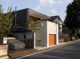 道路からの北西外観: スタジオ・アーキファームが手掛けた家です。