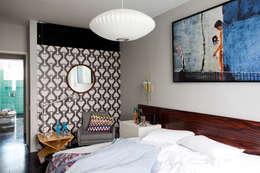 Camera da letto in stile in stile Eclettico di Mauricio Arruda Design