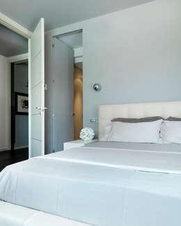 moderne Schlafzimmer von Studio d'Architettura MIRKO VARISCHI