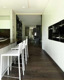 moderne Küche von Studio d'Architettura MIRKO VARISCHI