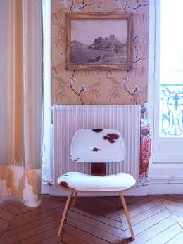 """Chambre """"esprit japonais"""": Chambre de style de style Asiatique par Madame Prune"""