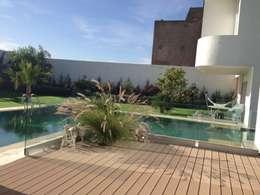 Maison Bioclimatique: Maisons de style de style Méditerranéen par Ecotech-Architecture