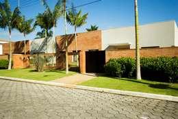 RESIDENCIA  ACAPULCO: Casa  por Luciano Purchio Arquitetura