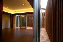 仲摩邦彦建築設計事務所 / Nakama Kunihiko Architects의  거실