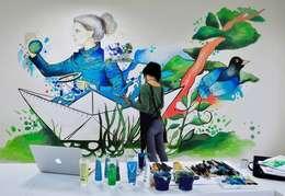 """Gamze Yalçın Studio – 'Healing The World' mural for """"HEXAGON Ortho"""": modern tarz Çalışma Odası"""