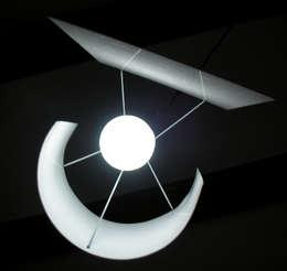 Lampe Novalight: Salon de style de style Minimaliste par Blanc Lezard Design