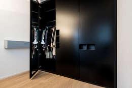 غرفة الملابس تنفيذ BESPOKE GmbH // Interior Design & Production